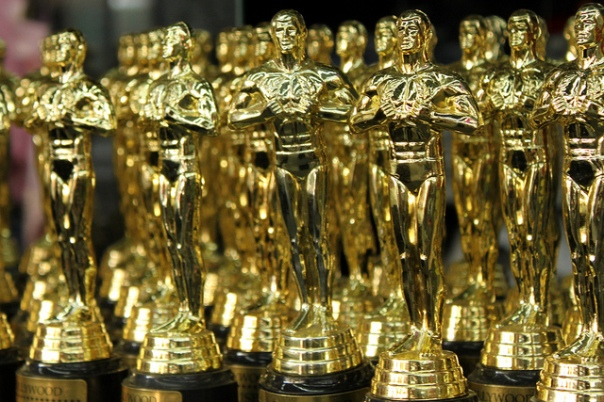 OSCARS Statuettes by Prayitno licensed under CC BY 2.0